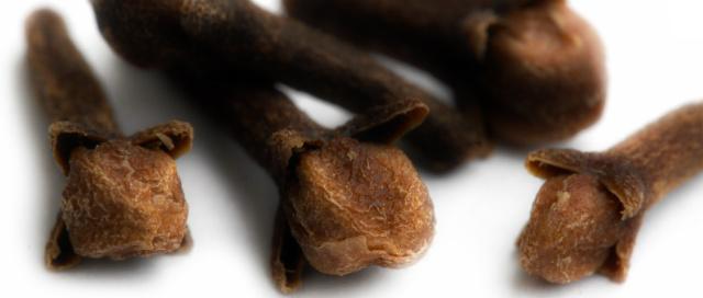 clove tea gargle - purggo